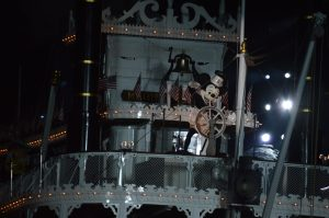 2014-08-22 212132 - Disneyland Fantasmic Mark Twain Mickey Mouse
